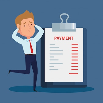 Elegante empresario preocupado y portapapeles con información de pago