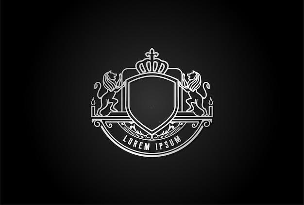 Elegante escudo de lujo lion king crown con volante náutico barco marino emblema insignia logo