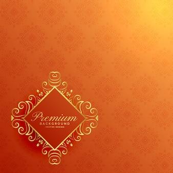 Elegante fondo naranja invitación dorada