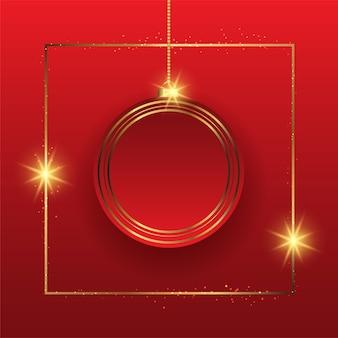 Elegante fondo navideño con adornos colgantes en oro y rojo.