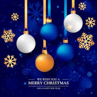 Elegante fondo navideño con bolas de navidad realistas.