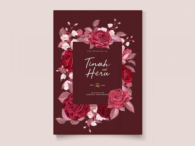 Elegante plantilla de tarjeta de boda con granate floral y hojas