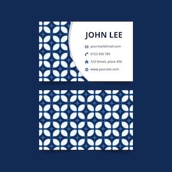 Elegante tarjeta de visita abstracta con patrón batik. tarjeta de marca tradicional de lujo en color azul