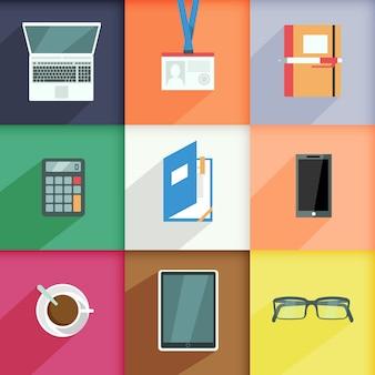 Los elementos del lugar de trabajo fijados con la computadora pasan la ilustración aislada del vector de la calculadora del cuaderno