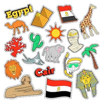 Elementos de viaje de egipto con arquitectura y pirámides. vector doodle