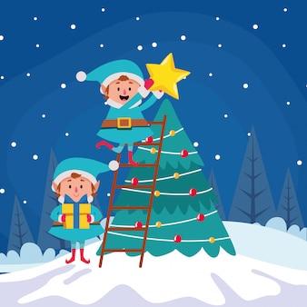 Elfos de navidad de dibujos animados poniendo una estrella en un árbol de navidad durante la noche de invierno, colorido, ilustración