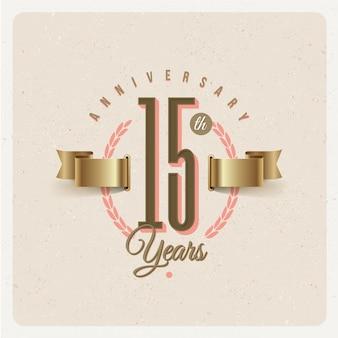 Emblema de aniversario de 15 años vintage con cinta dorada y corona de laurel - ilustración