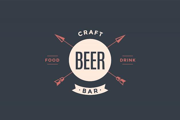 Emblema de cerveza bar con flechas