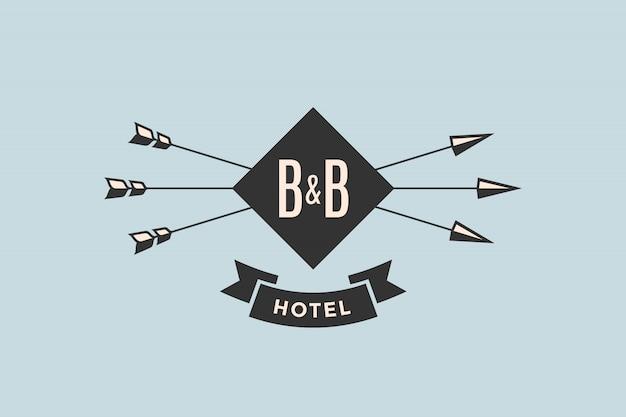 Emblema del hotel con flechas