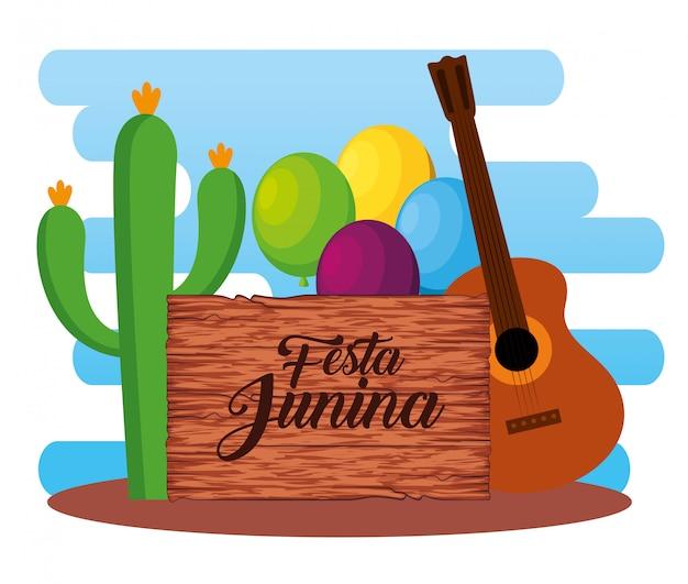 Emblema de madera con planta de cactus y guitarra