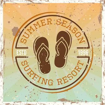 Emblema redondo vintage color surf, insignia, etiqueta o logotipo con ilustración de vector de chanclas sobre fondo brillante