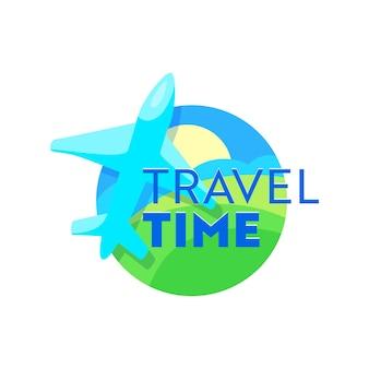 Emblema de tiempo de viaje con avión sobre paisaje terrestre. icono creativo para servicio de agencia de viajes o aplicación de teléfono móvil, etiqueta de viaje aislada sobre fondo blanco. ilustración vectorial de dibujos animados