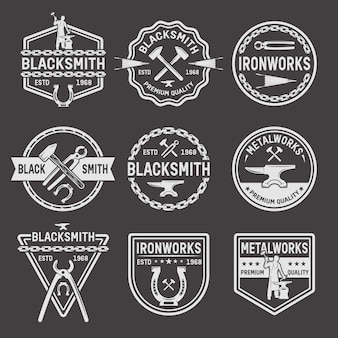 Emblemas blancos de herrero sobre fondo negro