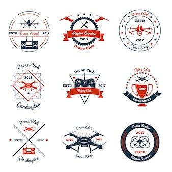 Emblemas de color con drone, controlador y elementos de diseño para club, escuela, servicio de reparación, torneo aislado