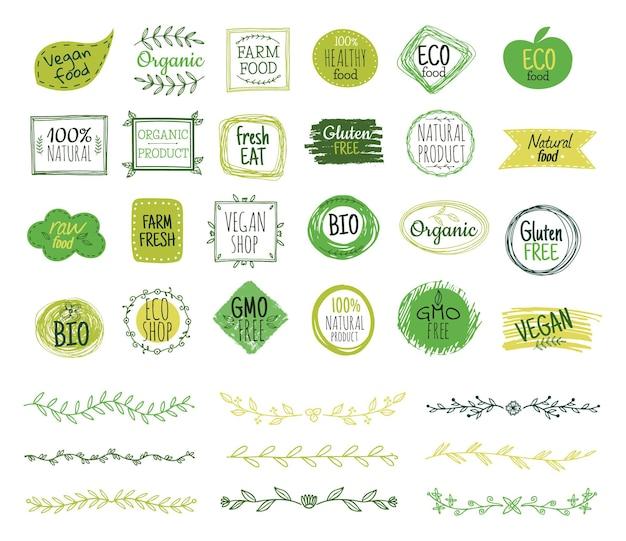 Emblemas ecológicos. logotipo orgánico, bordes de hojas verdes. cupones de alimentos frescos naturales. ramas de doodle, adorno de la naturaleza. pegatinas de productos saludables. eco botánico saludable, ilustración de etiqueta de salud orgánica