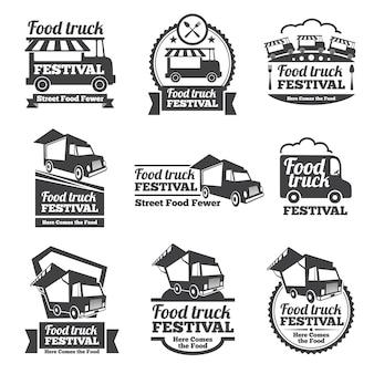 Emblemas y logotipos del festival de camiones de comida conjunto de vectores. festival de comida callejera, festival de comida de insignia, ilustración de camión de comida de emblema