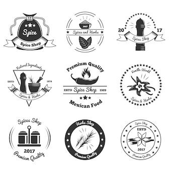Emblemas monocromáticos de tiendas con especias y hierbas, utensilios culinarios, elementos de diseño aislados