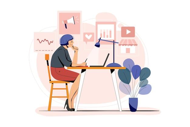 Empleado de marketing femenino que trabaja en marketing digital