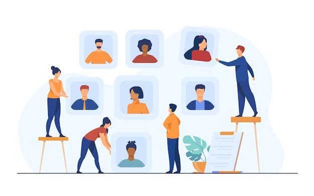 Empleadores que eligen candidatos para la entrevista de trabajo