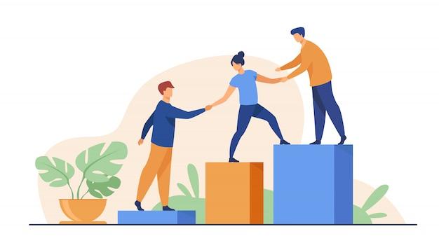 Empleados que dan las manos y ayudan a sus colegas a subir las escaleras
