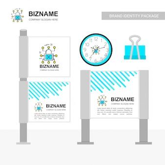 Empresa billboard con diseño creativo.