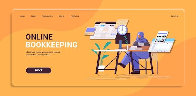Empresaria árabe en el concepto de gestión del tiempo de programación del día de planificación del lugar de trabajo