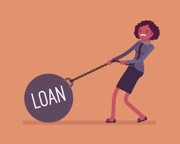 Empresaria arrastrando un préstamo de peso en cadena