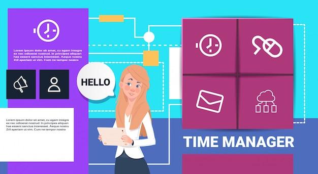 Empresaria con tablet time manager shedule presentación interfaz concepto burbuja apoyo copia espacio
