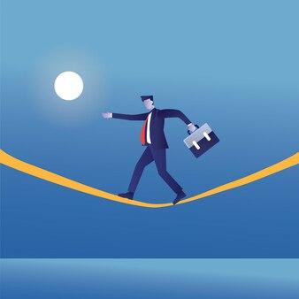 El empresario camina en la gestión de riesgos amarilla o beneficia a una empresa.