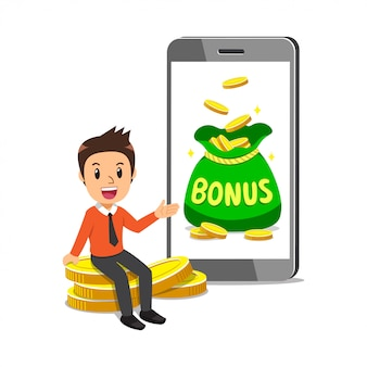 Empresario de dibujos animados con gran bolsa de dinero de bonificación en la pantalla del teléfono inteligente