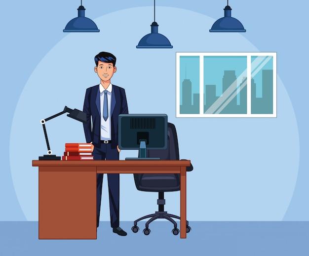 Empresario de dibujos animados de pie en el escritorio de oficina