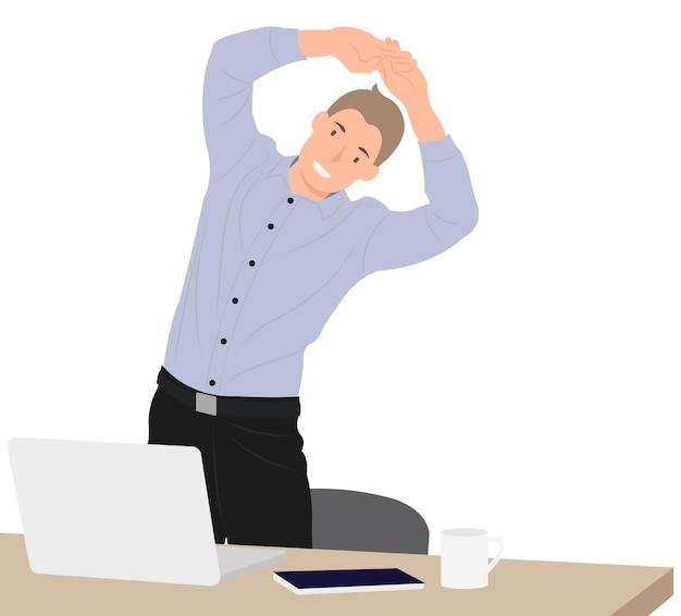 Empresario ejercer durante el descanso por la mesa de trabajo en la oficina