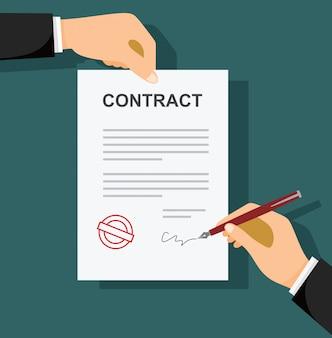 Empresario firma un documento con pluma y contrato