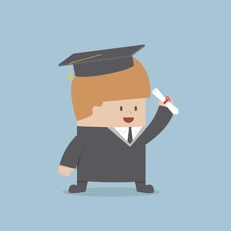 Empresario graduado en toga y gorro de graduación