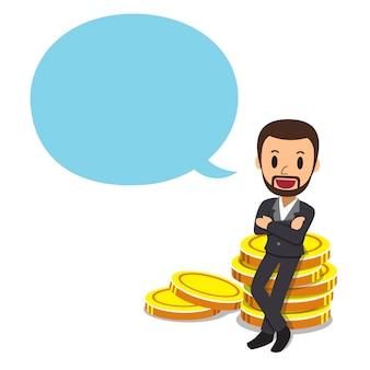 Empresario con gran pila de monedas y burbujas de discurso