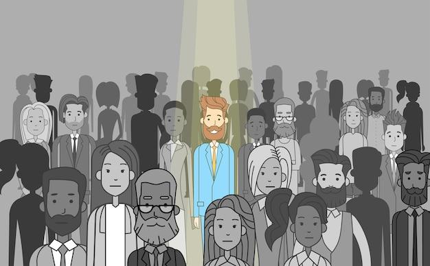Empresario líder sobresalir de multitud individual