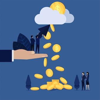 Empresario mantenga pulsado y apuntando nube monedas caer metáfora de pago por clic.