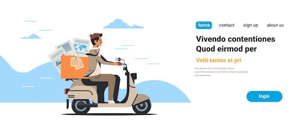 Empresario montando scooter con documentos en papel informes finanzas