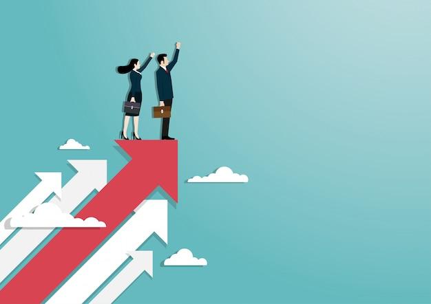 Empresario y mujer levantan la mano de pie sobre la flecha roja