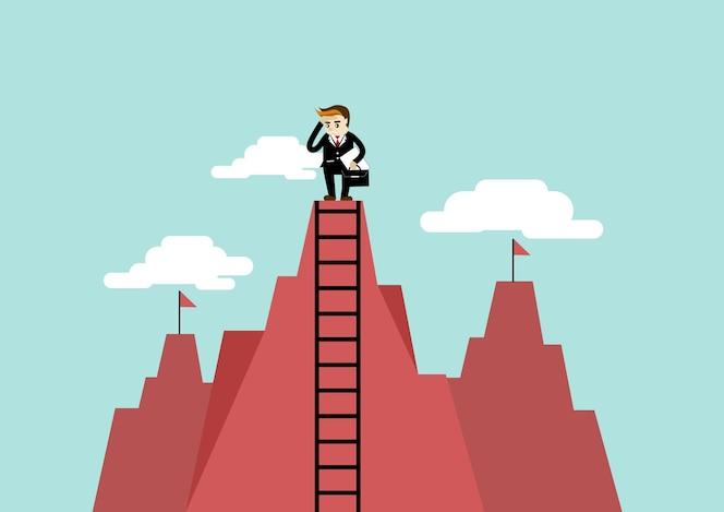 Empresario obtener una mejor vista en una escalera