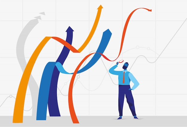 Empresario de pie cerca de líneas gráficas en crecimiento y mirándolos a través de la lupa