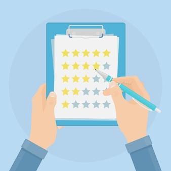 Empresario sosteniendo lista de verificación, calificación en blanco y cuestionario de lápiz, encuesta para comentarios, lista de tareas