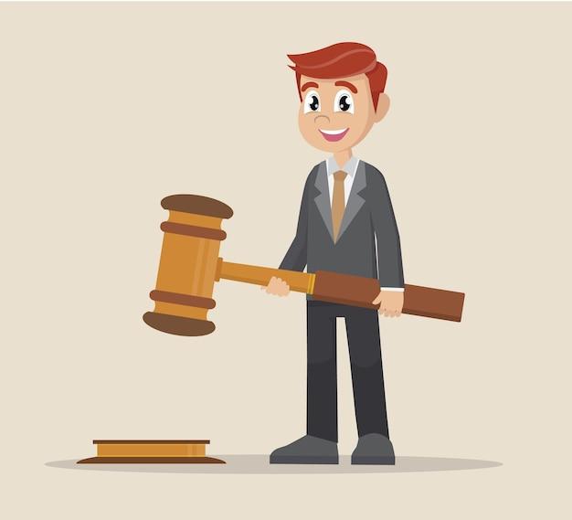 Empresario sosteniendo en las manos gavel justicia.