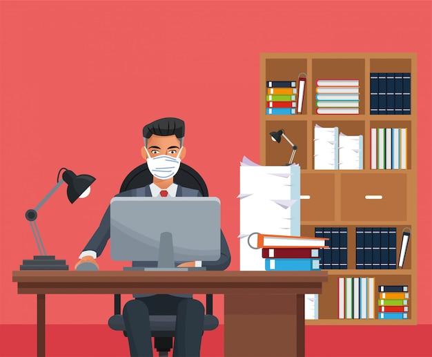 Empresario trabajando y con máscara médica