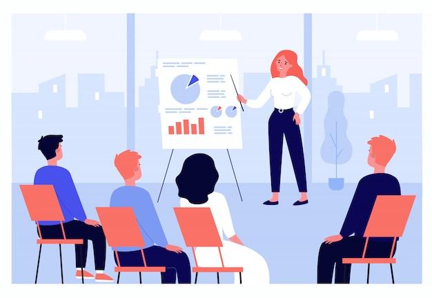 Empresarios aprendiendo conferencia de finanzas con entrenador o orador