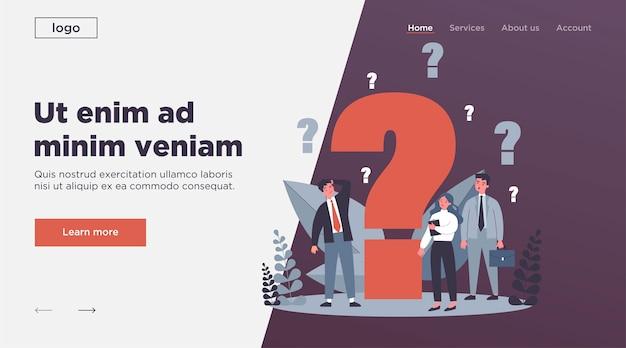 Empresarios confundidos haciendo preguntas