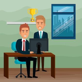 Empresarios elegantes en la escena de la oficina