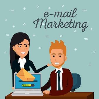 Empresarios en la oficina con iconos de marketing por correo electrónico