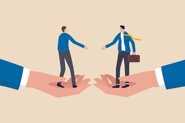 Empresarios de pie sobre manos grandes a punto de estrechar la mano