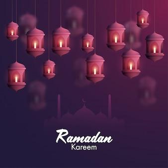 Enciende velas dentro de linternas árabes y una silueta de mezquita sobre fondo morado para el mes sagrado islámico de oraciones, ocasión del ramadán kareem.